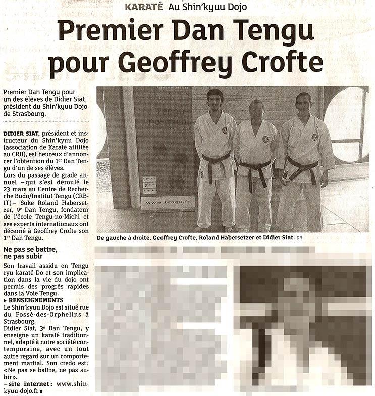 Geoffrey, Roland et Didier devant le totem publicitaire de Tengu.fr